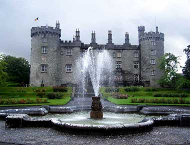 The initial castle  built by William de Clare was acquired by the Butler family, Earls of Ormond, who kept it until 1715. From 1631, it was the seat of Irish Parliament. It has been restored by the Irish State